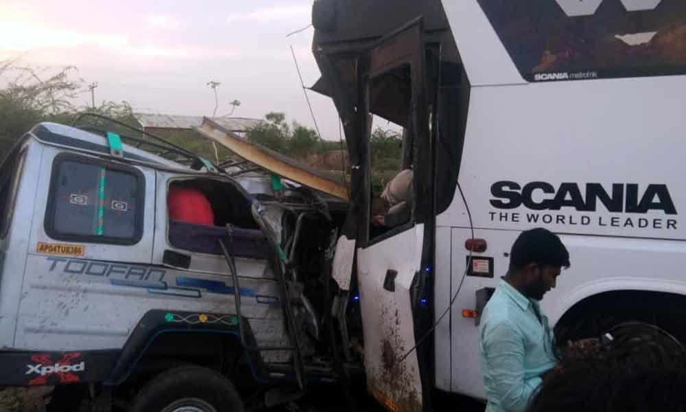 Bangalore bound SRS travels bus hit Toofan vehicle: 18 dead